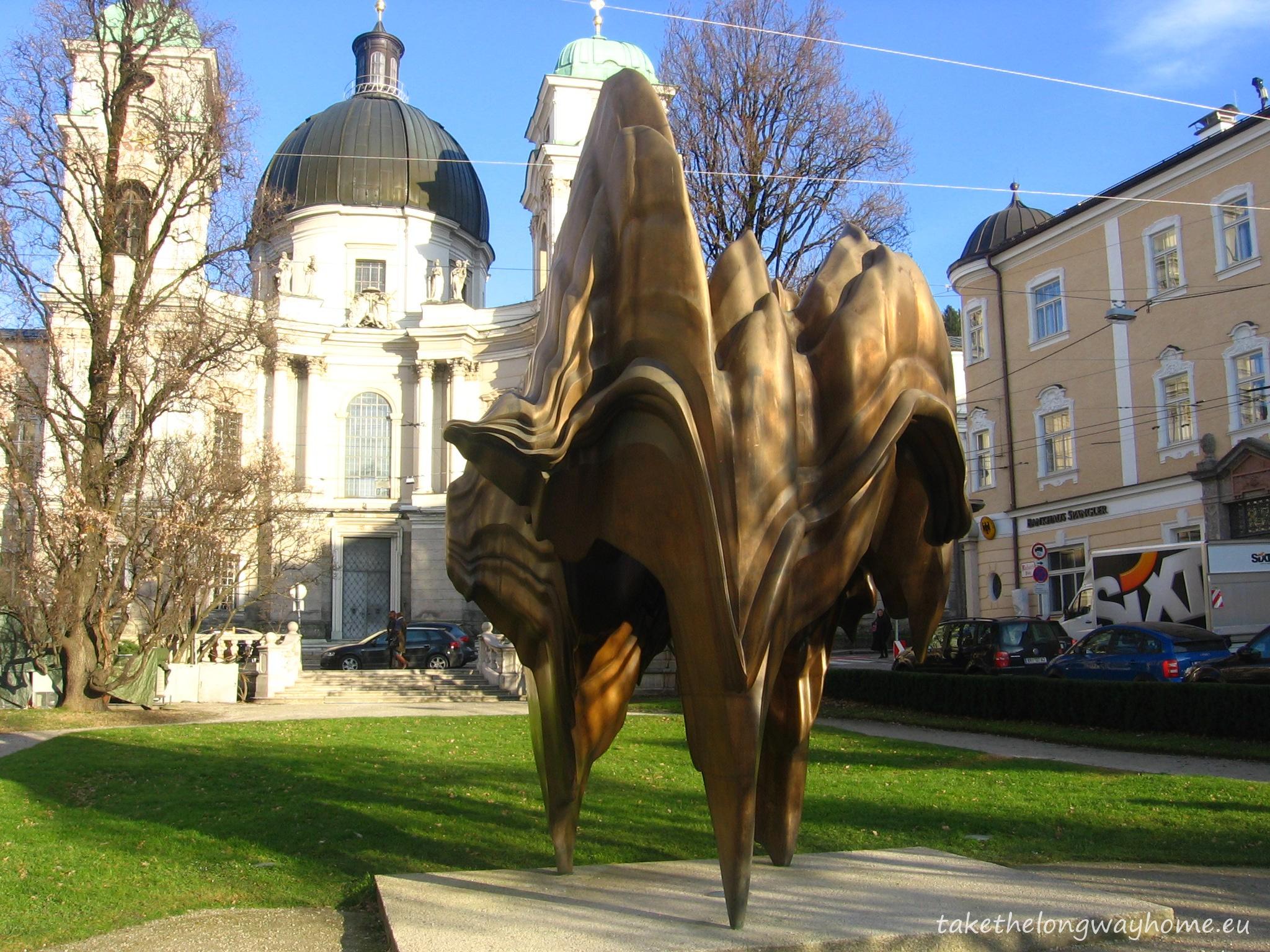 """""""Caldera"""",  sculptură în bronz realizată de Anthony Cragg, aflată în Makartplatz"""