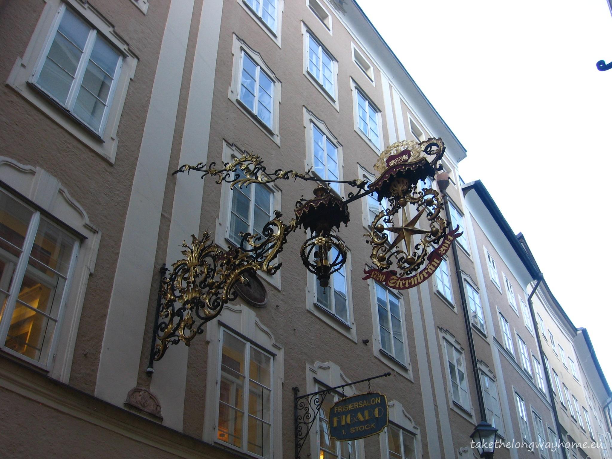 Firma restaurantului Sternbräu aflat în centrul vechi al orașului