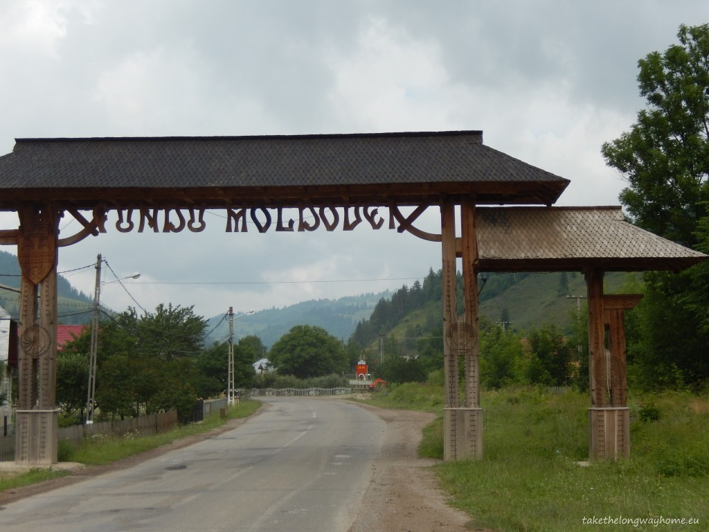 Localitatea Fundu Moldovei se găsește în Obcinele Bucovinei