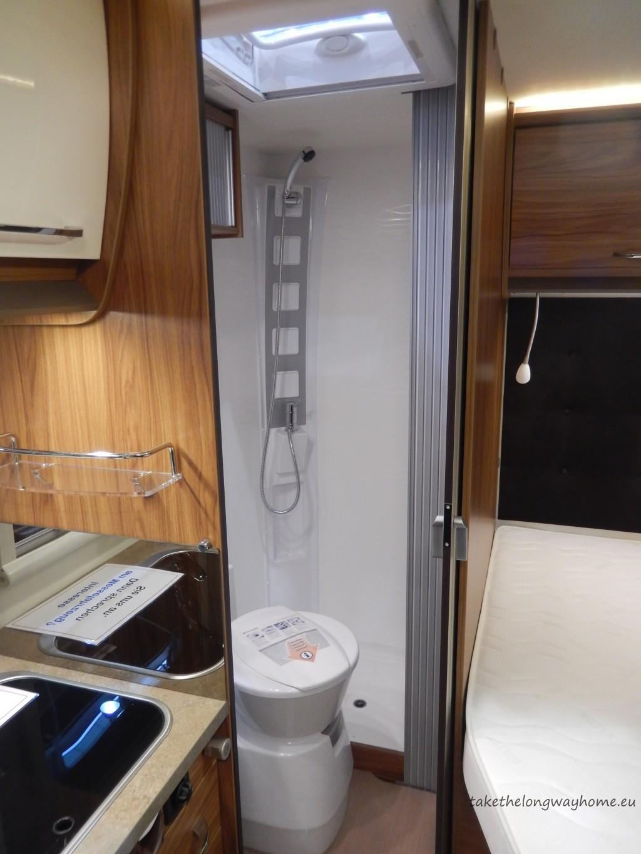 "ITINEO LB 600 - în spate, baie și pat ""à la française"""