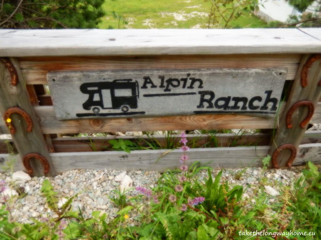 """Loc campare """"Alpin Ranch"""", Zărnești, județul Brașov, strada Pinului, nr. 13 // GPS : N 45°34'44.4"""" E 25°20'38.8"""" / Lat 45.57899 long 25.34411 // site: www.alpin-ranch.com // email : alpinranch@gmail.com // tel. : +40 746 073 155 / +40 745 493 757"""