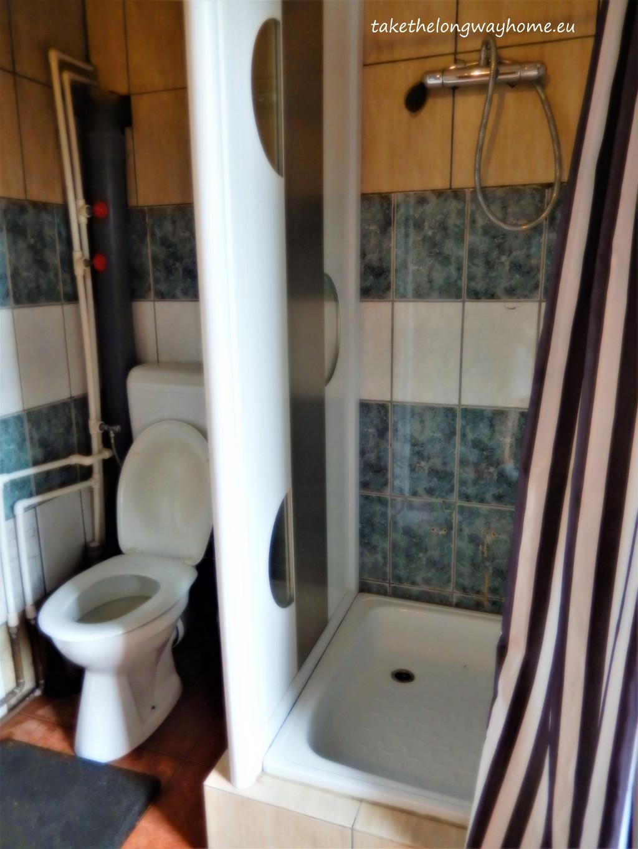 Baie cu toaletă și duș