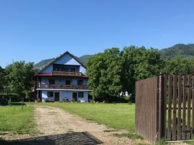 """Comănești, județul Bacău, strada Prundului, nr. 1A // GPS : N 46°26'10.1"""" E 26°23'34.1"""" / Lat 46.4361378 long 26.392808 // site : https://www.camping-lagradina.com/ro/// email : info@camping-lagradina.com // tel. : +40 742 85 27 94 (RO) / +40 743 46 95 82 (DE)"""